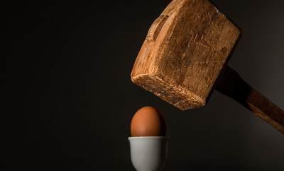Как снять порчу, сглаз яйцом