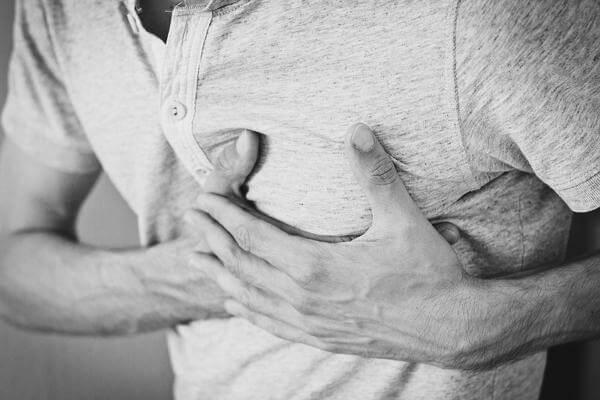 Заговор от боли: какие слова помогут, когда сильно болит голова, зубы, спина или ноги