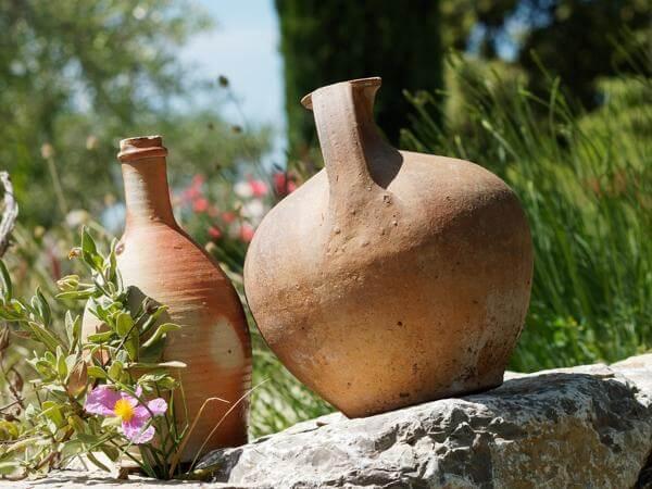 Снятие порчи водой: обряды с родниковой водой, крещенской