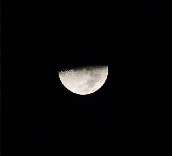 Заговоры на убывающую луну: какие читать?