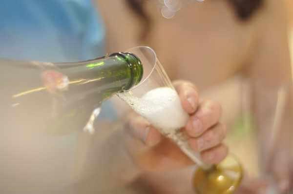 Бутылка шампанского в качестве оберега
