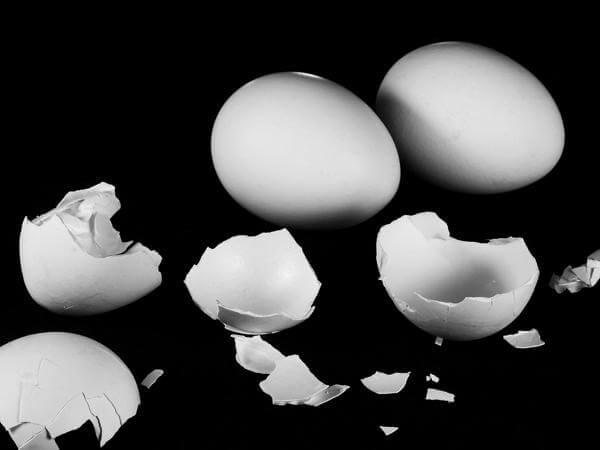 Как снять сглаз самой: ритуал при помощи яйца