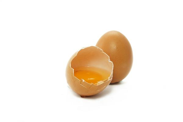 Заговор на тоску мужчины при помощи яйца и таракана