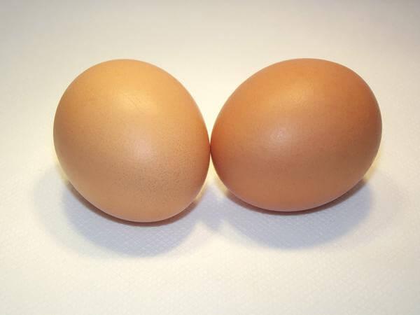 Как снять порчу, сглаз яйцом: выкатка и расшифровка