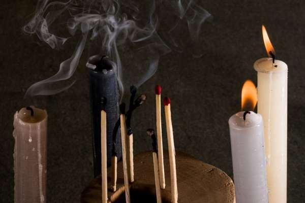 Заклинание на сильную тоску с черной свечой
