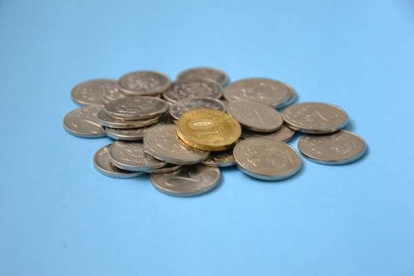 Заговор на монету на деньги и богатство
