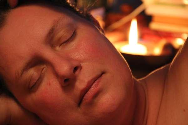 Заговор перед сном на похудение, желание, на любовь: читать на ночь