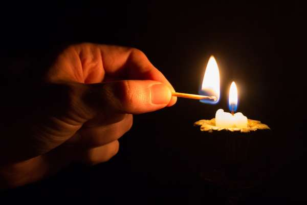 белая магия на любовь с красной свечей