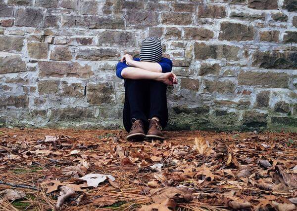 Damage to loneliness: how to determine the signs, read